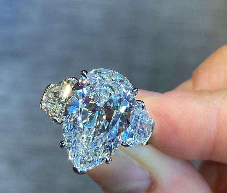 GIA Certified 8.73 Carat Pear Shape Diamond Three-Stone Ring In Excellent Condition For Sale In New York, NY