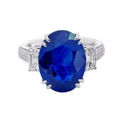 GIA Certified 8.90 Carat Royal Blue Sapphire Cocktail Ring in 18 Karat Gold