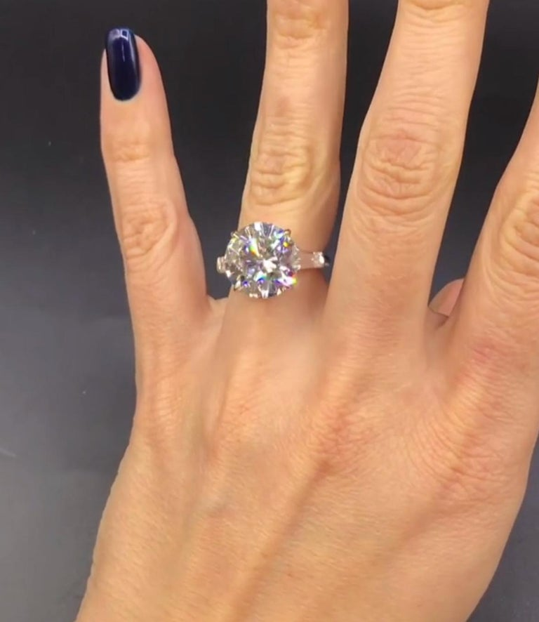 GIA Certified 9.05 Carat F SI1 Engagement Ring In New Condition For Sale In New York, NY