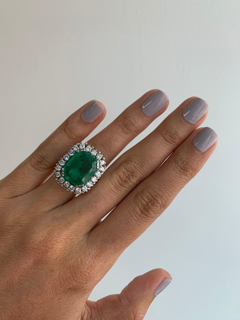 GIA Certified Antique Style Diamond & Emerald Cocktail Ring In Excellent Condition For Sale In Miami, FL