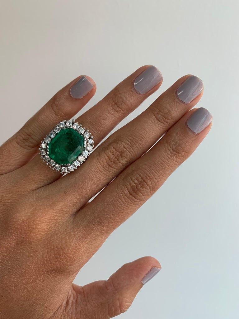 Women's GIA Certified Antique Style Diamond & Emerald Cocktail Ring For Sale