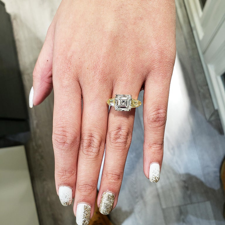 Roman Malakov GIA Certified Asscher Cut Diamond Three-Stone Engagement Ring In New Condition For Sale In New York, NY