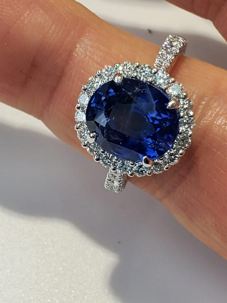GIA Certified Blue Sapphire Oval Ring with White Diamonds In New Condition For Sale In Great Neck, NY