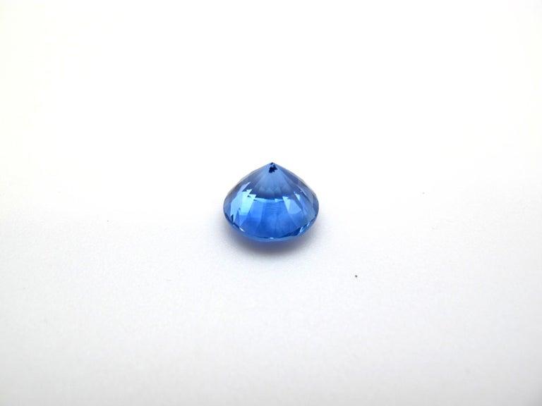 Round Cut GIA Certified Cornflower Blue Unheated 5.84 Carat Round Blue Sapphire For Sale