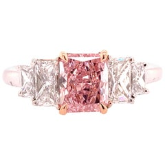 GIA Certified Diamond 0.88 Carat Fancy Intense Pink vs2 Platinum Engagement Ring