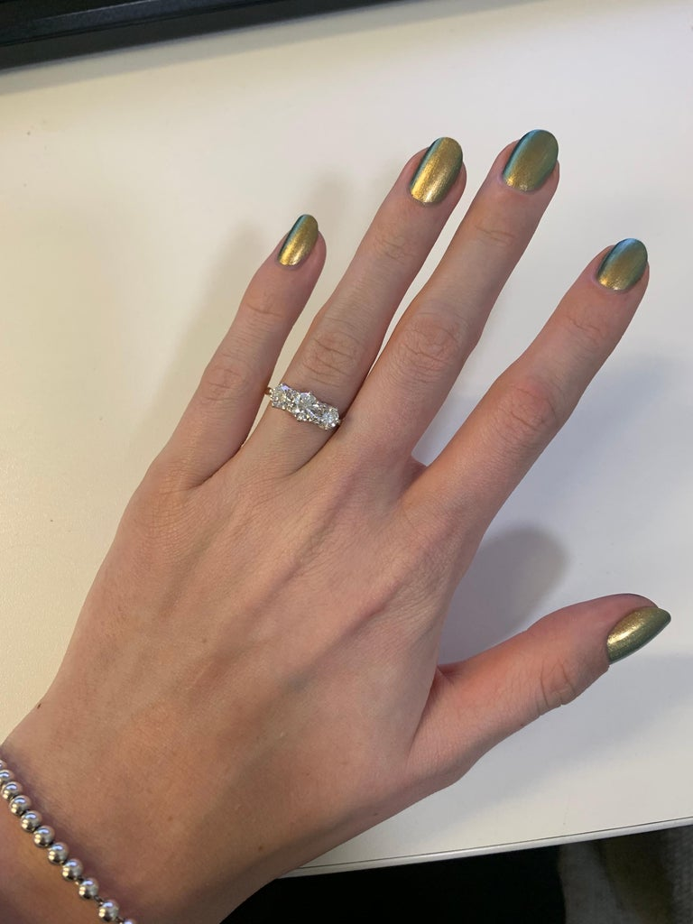 Women's or Men's GIA Certified Diamond Three-Stone Engagement Ring Set in 18 Karat Yellow Gold For Sale