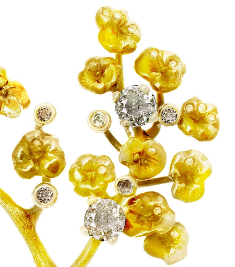 GIA Certified Diamonds, 18 Karat Yellow Gold Heliotrope Brooch by the Artist In New Condition For Sale In Berlin, Berlin