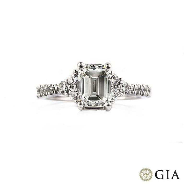GIA Certified Emerald Cut Diamond Three-Stone Engagement Ring 1.33 Carat In New Condition For Sale In London, GB