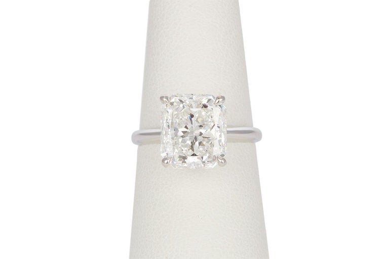 GIA Certified F/VS2 14 Karat Gold and Radiant Diamond Solitaire Ring 5.05 Carat In Good Condition For Sale In Tustin, CA
