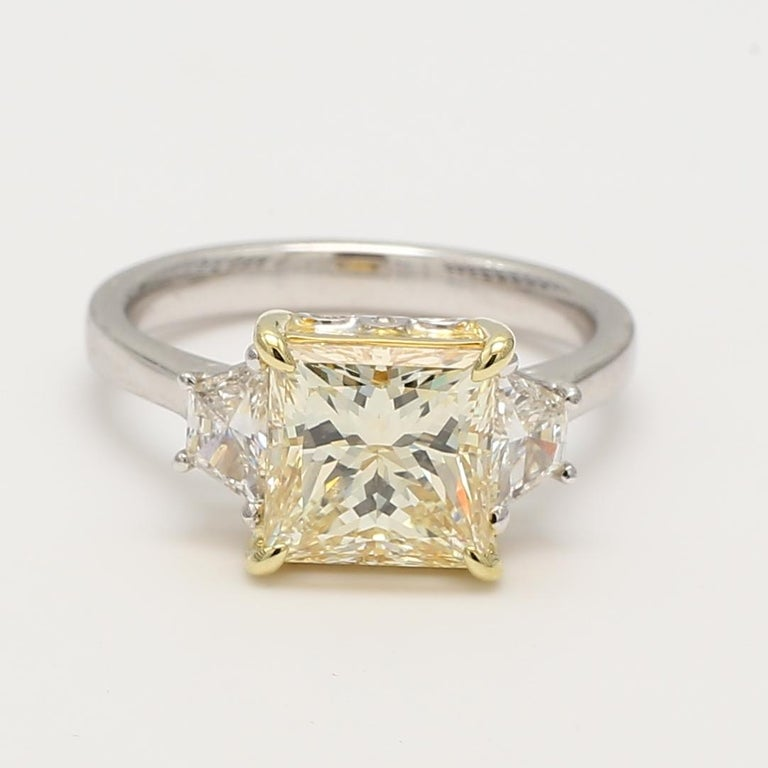 GIA Certified Light Yellow Princess and White Diamond Ring 3.42 Cts Total Dia In New Condition For Sale In New York, NY