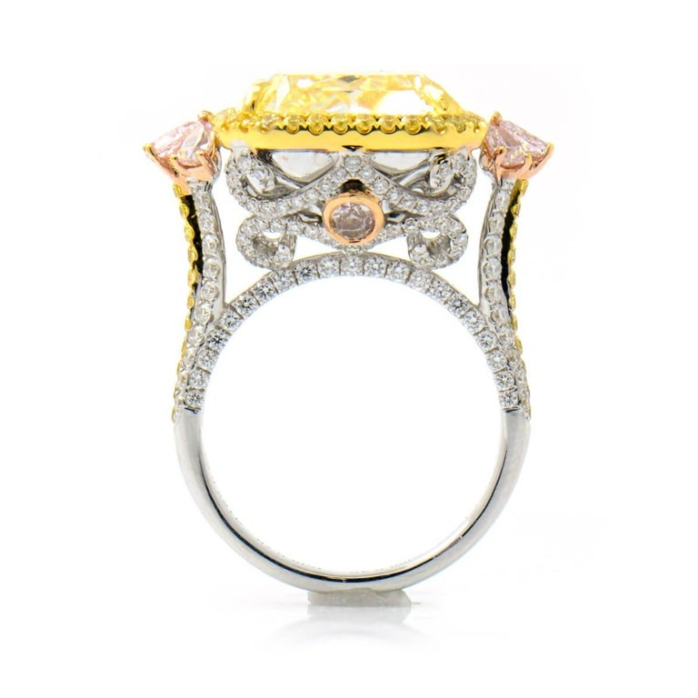 GIA Certified Natural Untreated 14.14 Carat Yellow Pink White Diamond Ring In New Condition For Sale In London, GB