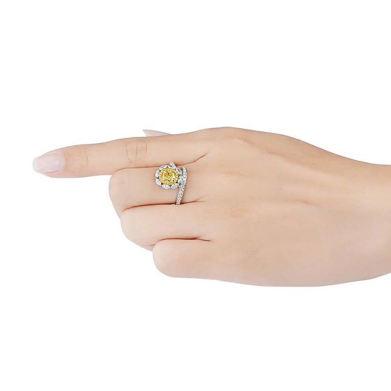 GIA Certified Natural Untreated Fancy Yellow Diamond Engagement Cocktail Ring In New Condition For Sale In London, GB