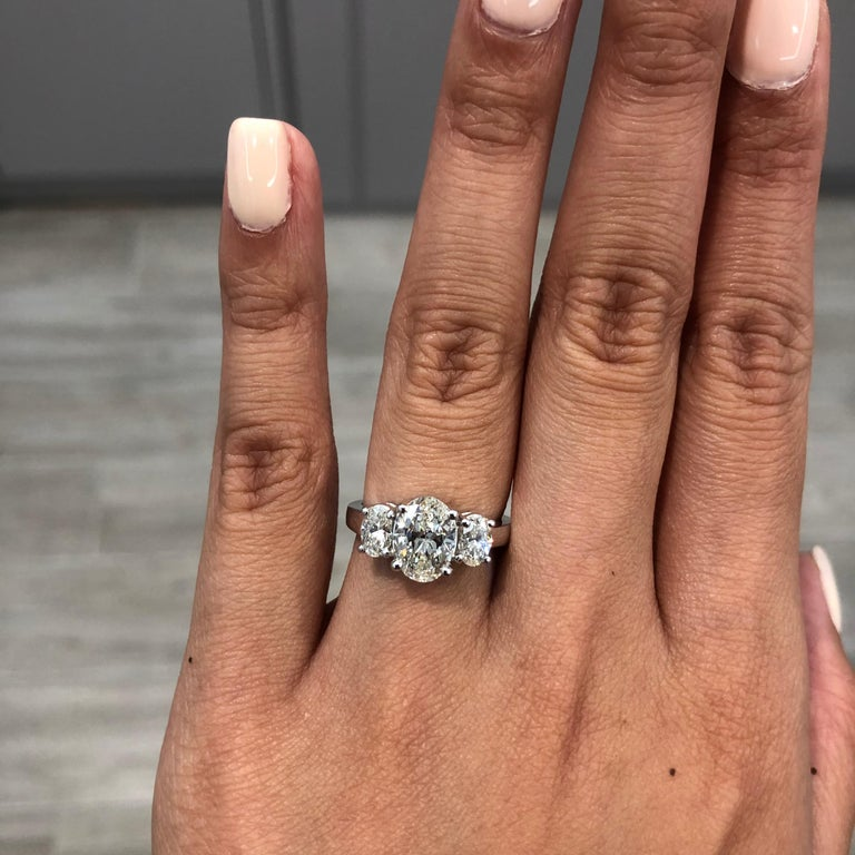 GIA Certified Oval Cut Diamond Platinum Three-Stone Engagement Ring In New Condition For Sale In New York, NY