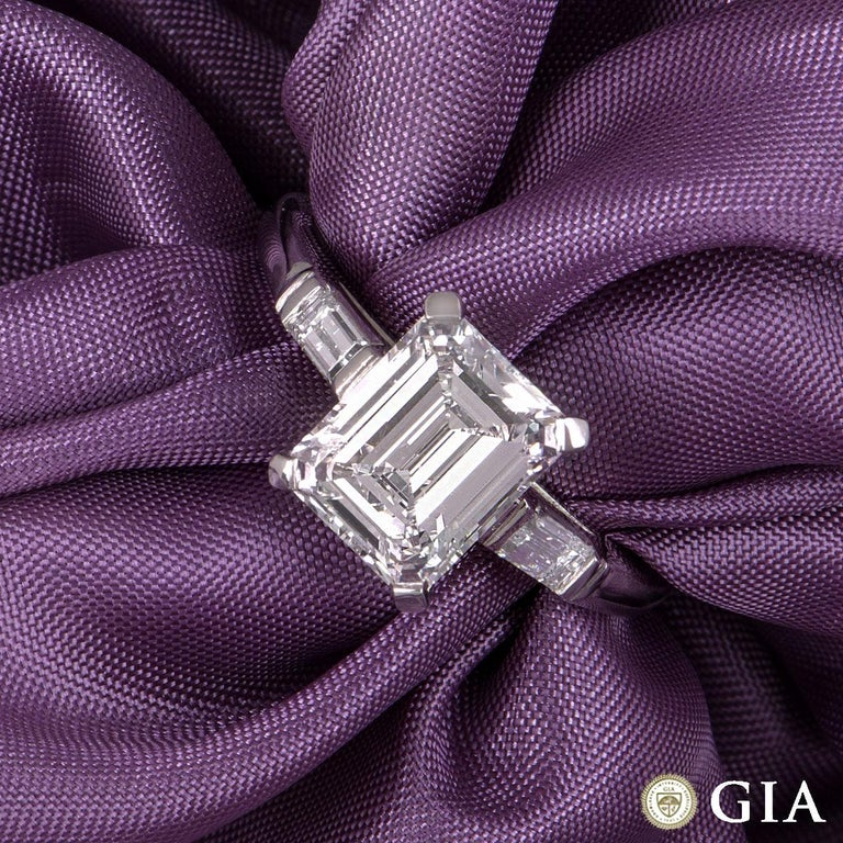 A stunning platinum emerald cut diamond ring. The ring comprises of an emerald cut diamond in the centre within a four claw setting with a weight of 1.92ct, F in colour and VVS2 clarity. The diamond is complemented by one baguette cut diamond on