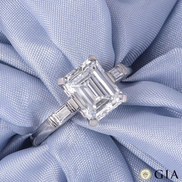 GIA Certified Platinum Emerald Cut Diamond Engagement Ring 1.92 Carat F/VVS2 In Excellent Condition For Sale In London, GB