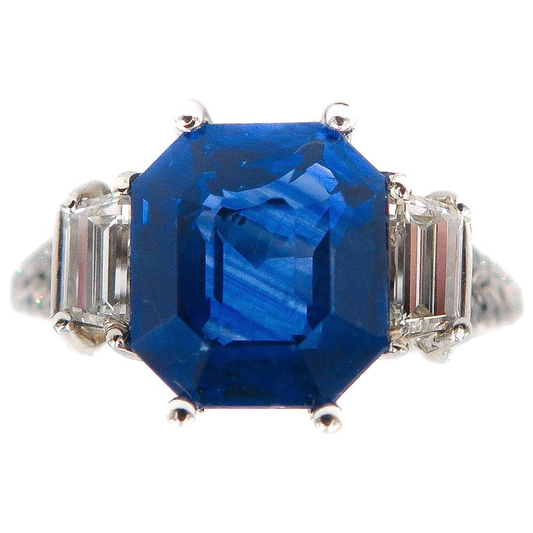 GIA Certified Sapphire and Diamond Platinum Ring For Sale