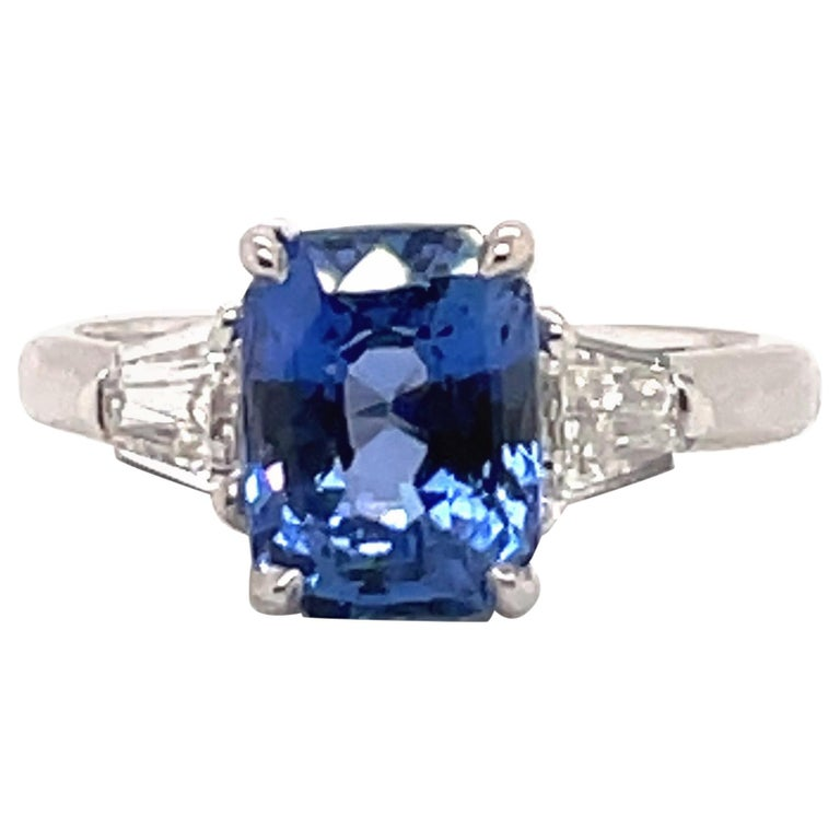 GIA Certified Sapphire Diamond Three-Stone Ring 18 Karat White Gold No Heat For Sale