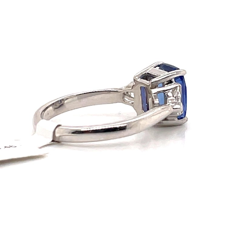 GIA Certified Sapphire Diamond Three-Stone Ring 18 Karat White Gold No Heat In New Condition For Sale In New York, NY