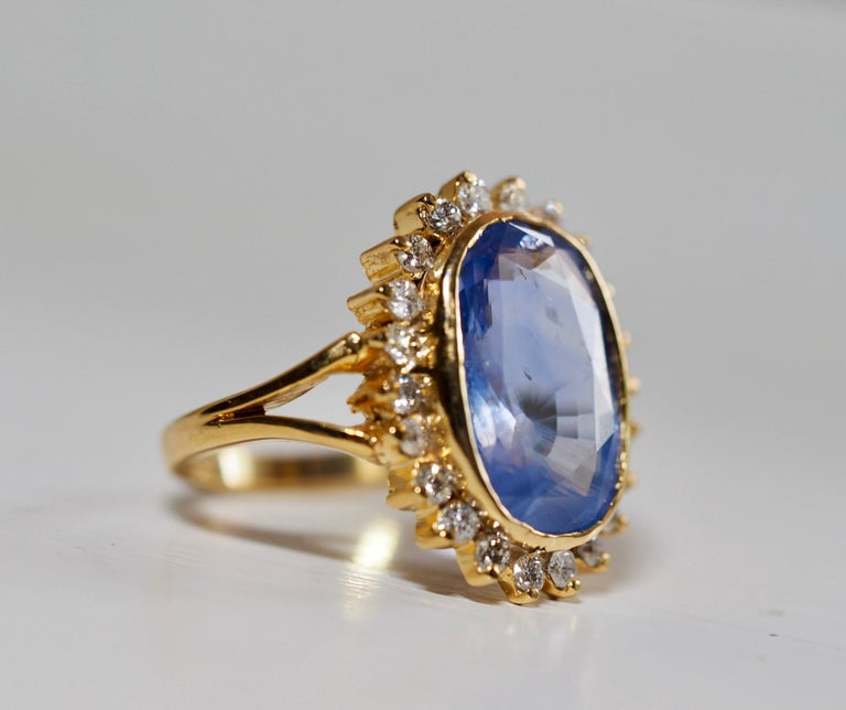 GIA Certified Vintage Ceylon Sapphire Diamond Halo Ring in 14 Karat Yellow Gold In Excellent Condition For Sale In Addison, TX