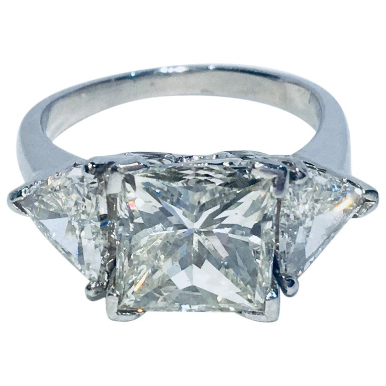 GIA Certified VS2 4.13 Carat Center Princess Diamond With 2 Carats of Trillions For Sale