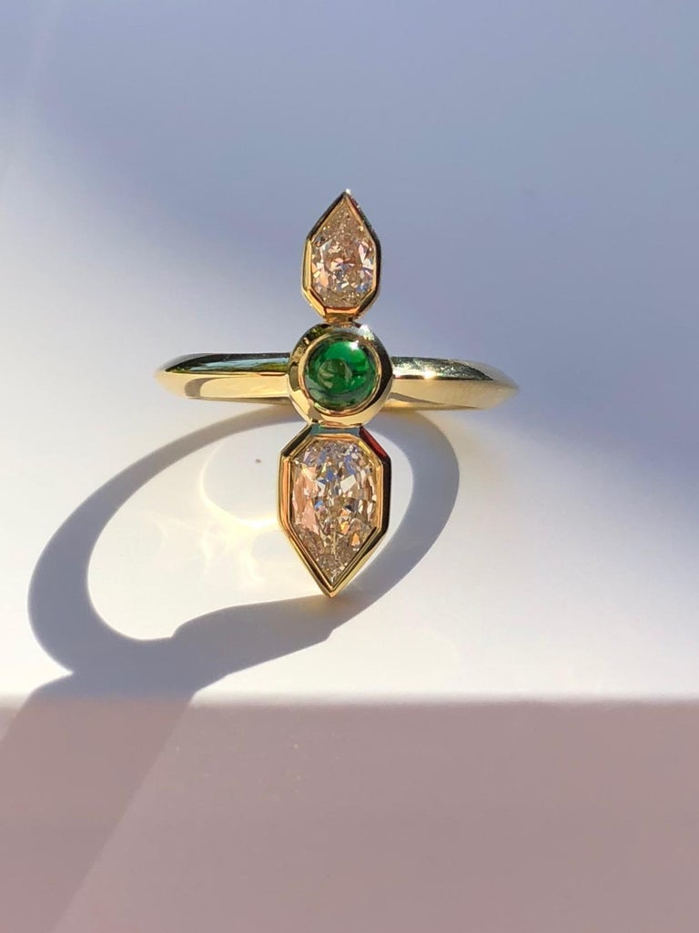GIA Empress Cut Diamond and Tsavorite 18 Karat Gold Engagement Ring For Sale 2