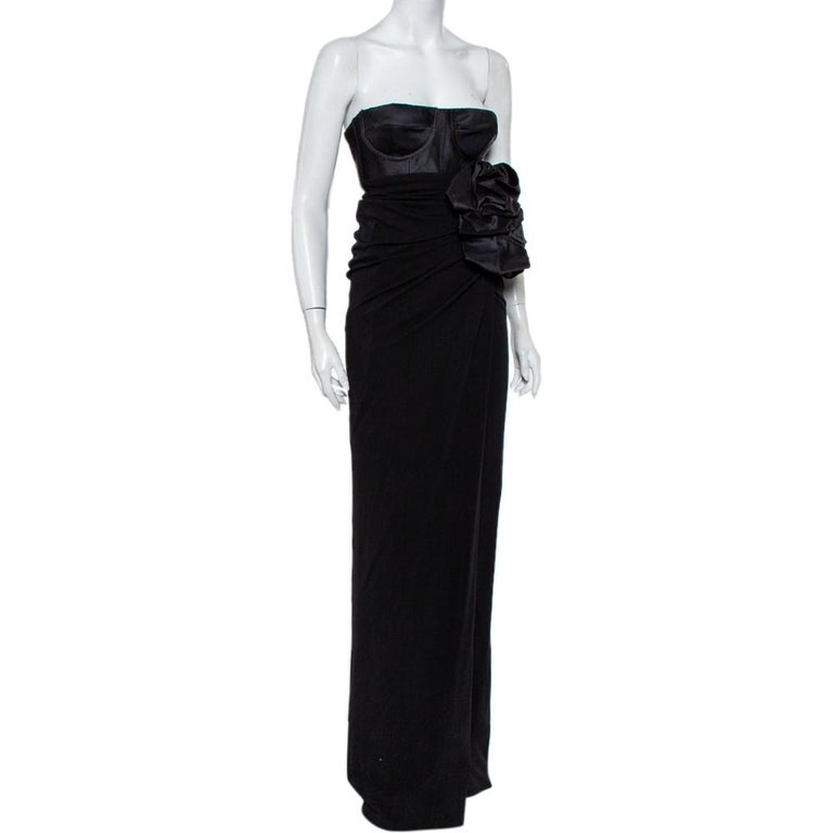 Astoundingly beautiful is this strapless gown from Giambattista Valli! Taking our breaths away in a stunning black shade, this gown is made of quality knit fabric and features a flattering feminine silhouette. It flaunts a bustier bodice and comes