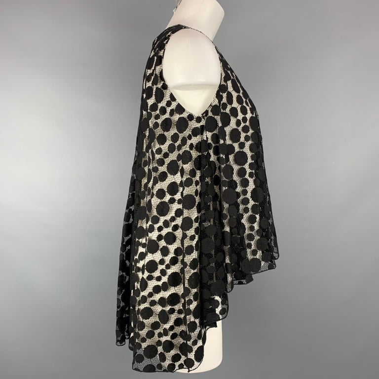 GIAMBATTISTA VALLI dress top comes in a black lace cotton / nylon with a white silk layer featuring a back zip closure. Made in Italy.  Very Good Pre-Owned Condition. Marked: 40/XS  Measurements:  Bust: 36 in.    Length: 28 in.