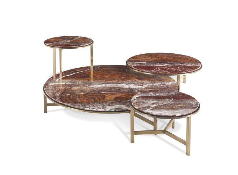 The elegant red onyx marble top is the main feature of the Ascott coffee table with bronzed brass legs. Available in different sizes, it can be used as a single element or for creating unusual compositions.  The Ascott Central with structure in