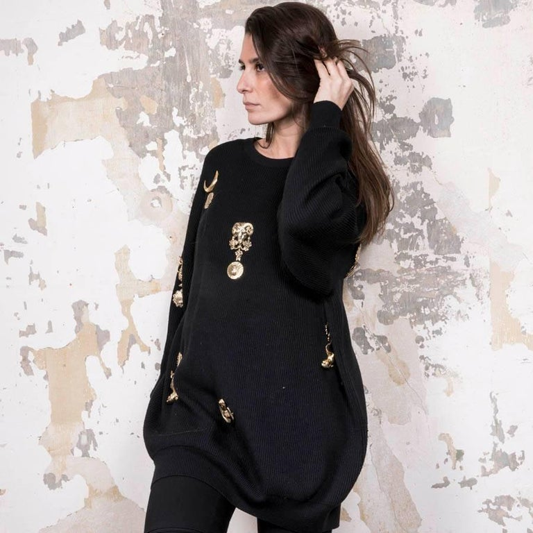 Gianfranco Ferre Collector Oversized Black Sweater With Jewelry   In Good Condition For Sale In Paris, FR