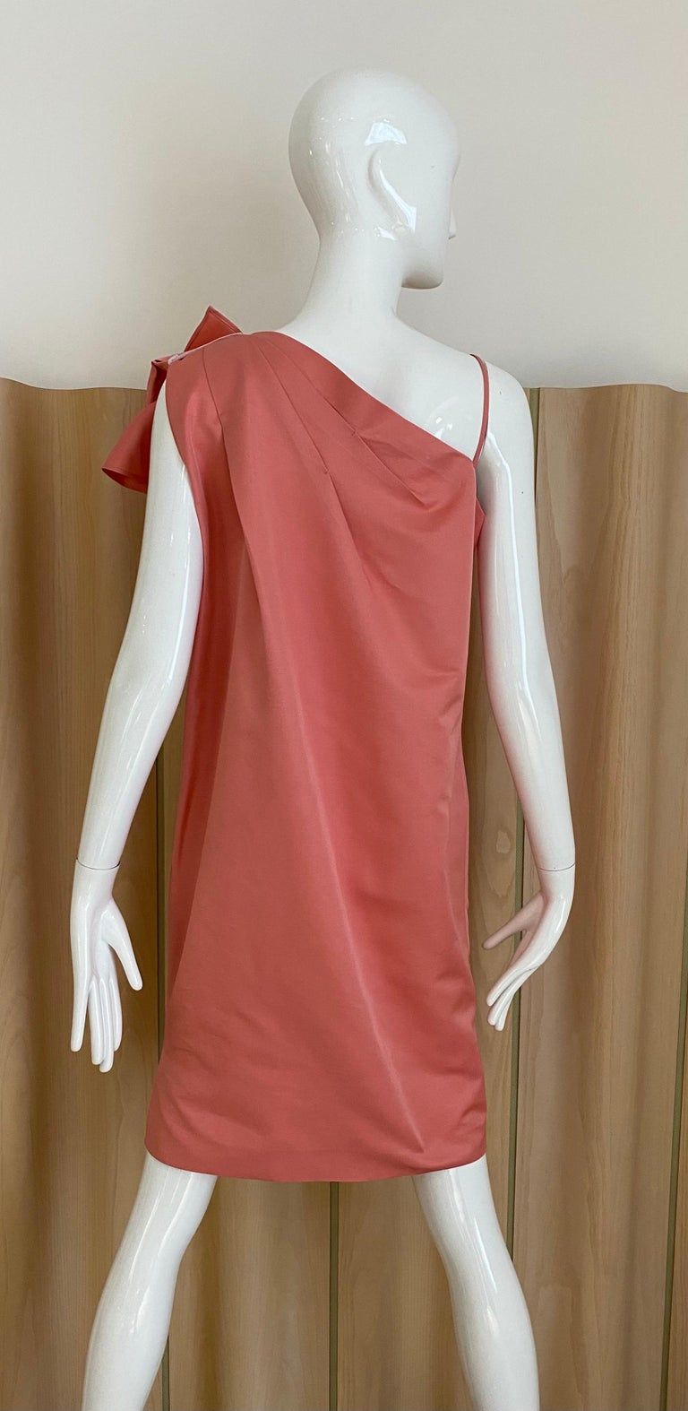 Gianfranco Ferre Coral silk cocktail Dress In Excellent Condition For Sale In Beverly Hills, CA