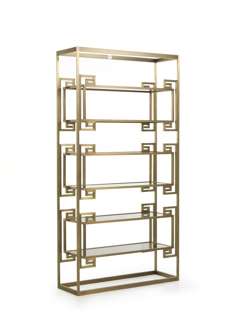 A contemporary design features Dalston bookcase in bronzed brass: geometric patterns and impressive dimensions make it the undisputed queen of the setting; a piece of furniture able to contain, decorate and amaze thanks to its eclectic and evocative