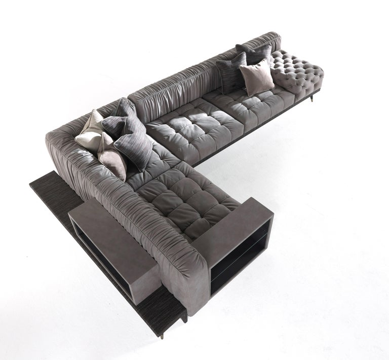 With its contemporary design, the modular sofa Highlander perfectly represents the eclectic style of the brand as well as its highly-skilled artisan craftsmanship. Customizable in both composition and upholstery, it offers the possibility to mix and