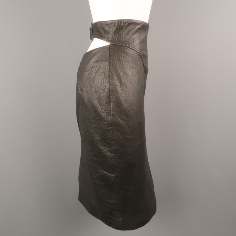 GIANFRANCO FERRE Size 4 Black Textured Leather Belted Cutout Back Pencil Skirt In Excellent Condition For Sale In San Francisco, CA