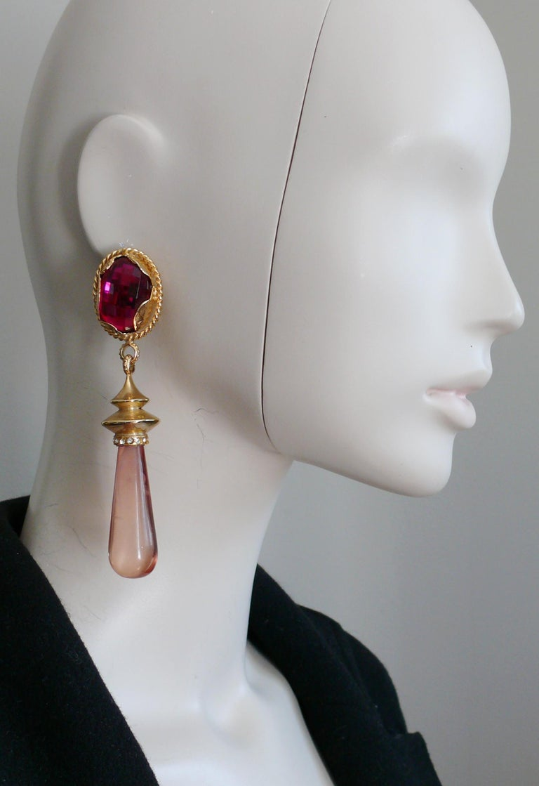 GIANFRANCEO FERRE vintage gold toned dangling earrings (clip-on) embellished with a faceted fuschia resin cabochon, a massive marbled pink resin drop and clear crystals.  Embossed FERRE Made in Italy.  Indicative measurements : height approx. 10.5