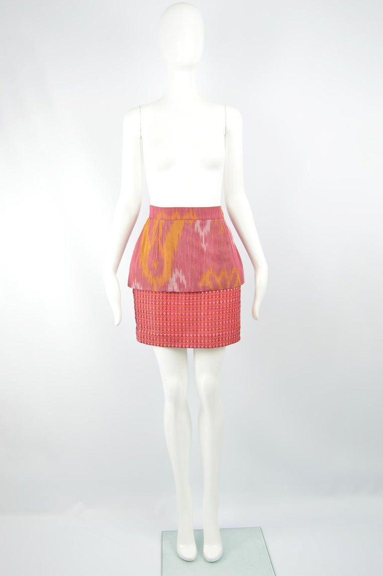 """Size: Marked vintage 42 fits more like a modern women's UK 8/ US 4/ EU 36. Please check measurements.   Waist - 26"""" / 66cm Hips - 36"""" / 91cm Length (Waist to Hem) - 17"""" / 43cm  A gorgeous vintage women's short pencil skirt from the 90s by iconic"""