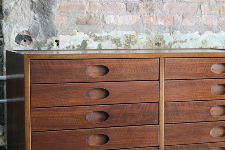 Gianfranco Frattini Dresser or Cabinet by Bernini, Italy, circa 1960 In Good Condition For Sale In Chicago, IL