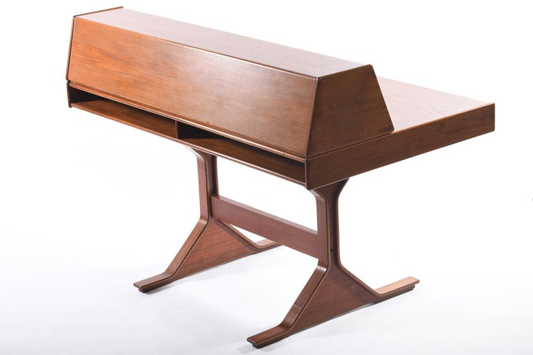 Gianfranco Frattini for Bernini Midcentury Italian Writing Desk Mod.530 In Good Condition For Sale In Firenze, IT