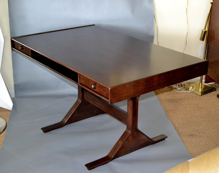 Gianfranco Frattini Mid-Century Modern Rosewood Desk Writing Table Bernini Italy In Good Condition For Sale In Miami, FL