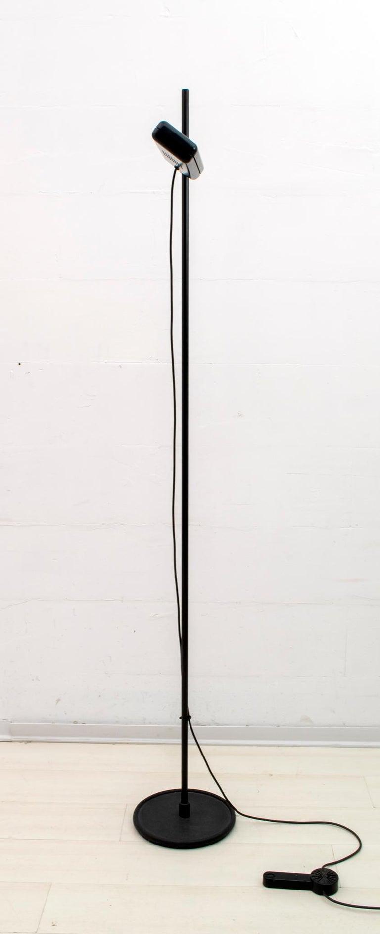 Gianfranco Frattini Postmodern Italian RT3 Floor Lamp for Relco Milano, 1980s In Good Condition For Sale In Cerignola, Italy Puglia