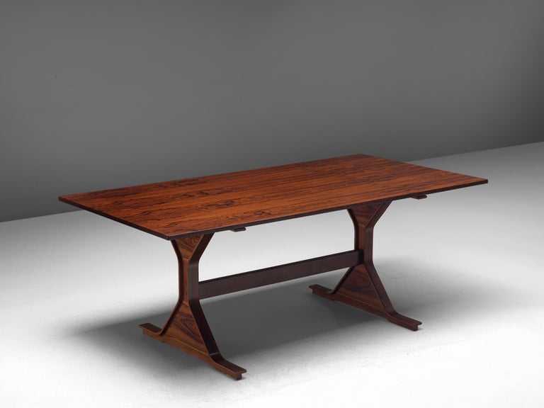 Gianfranco Frattini for Bernini, dining table model 522, rosewood, Italy, 1960s.  This architectural table in rosewood is designed by Frattini. It features the typical design traits of Frattini such as pedestal legs and the borders that rise