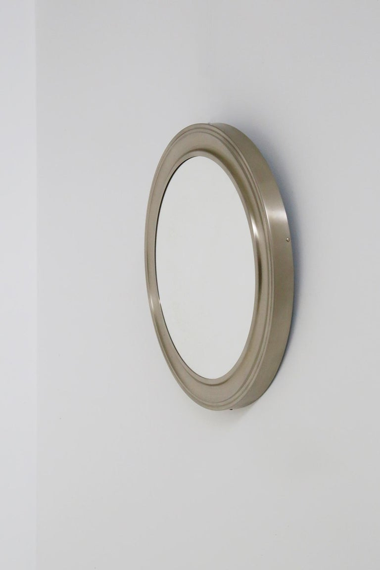 Round wall mirror by Gianni Moscatelli for Formanova in 1970. The mirror is made of silver colored nickel metal. Its metal circumference is in perfect condition. The interior is in mirrored glass. Its very modern material illuminates every kind of