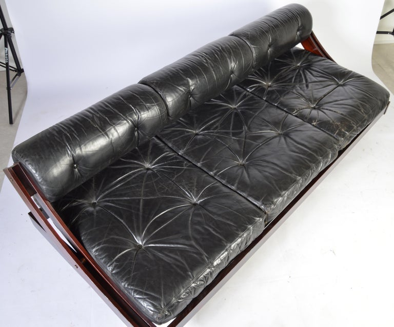 A beautiful midcentury Italian design by Gianni Sormani and produced by Sormani. This daybed features an adjustable backrest leaving a flat bed surface or locked into the upright position for the sofa version. Extremely comfortable Italian leather