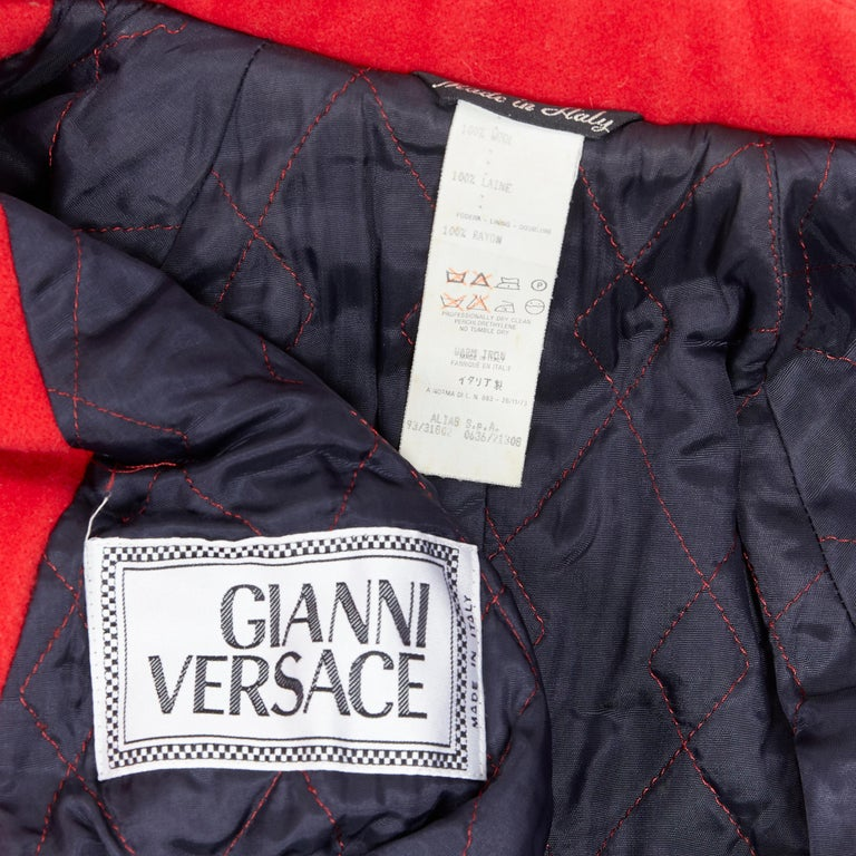 GIANNI VERSACE 1993 Vintage red wool Medusa button double breasted coat M For Sale 7