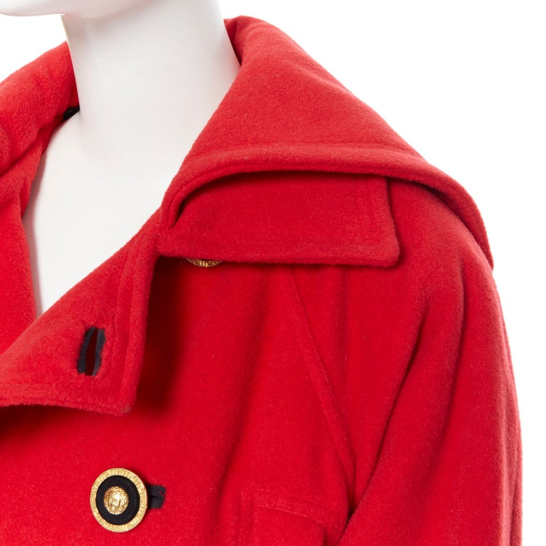 GIANNI VERSACE 1993 Vintage red wool Medusa button double breasted coat M For Sale 2