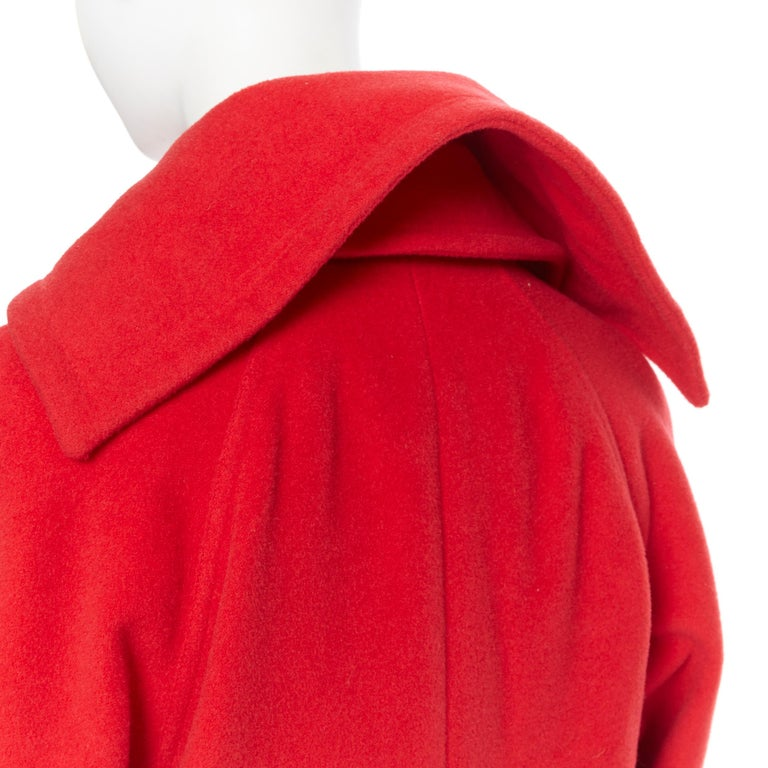 GIANNI VERSACE 1993 Vintage red wool Medusa button double breasted coat M For Sale 3