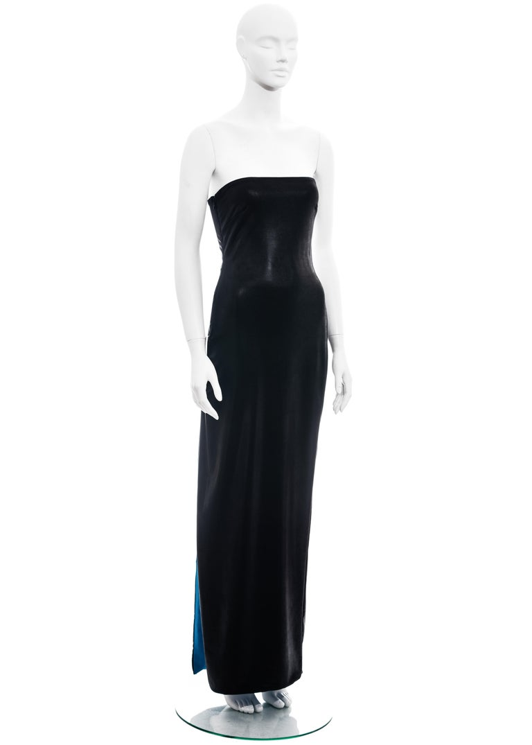 ▪ Gianni Versace black wet-look strapless maxi dress ▪ Electric blue lining  ▪ Two metal Medusa clasps  ▪ Cut-out back  ▪ High leg slit ▪ IT 38 - FR 34 - UK 6 - US 2 ▪ Spring-Summer 1998