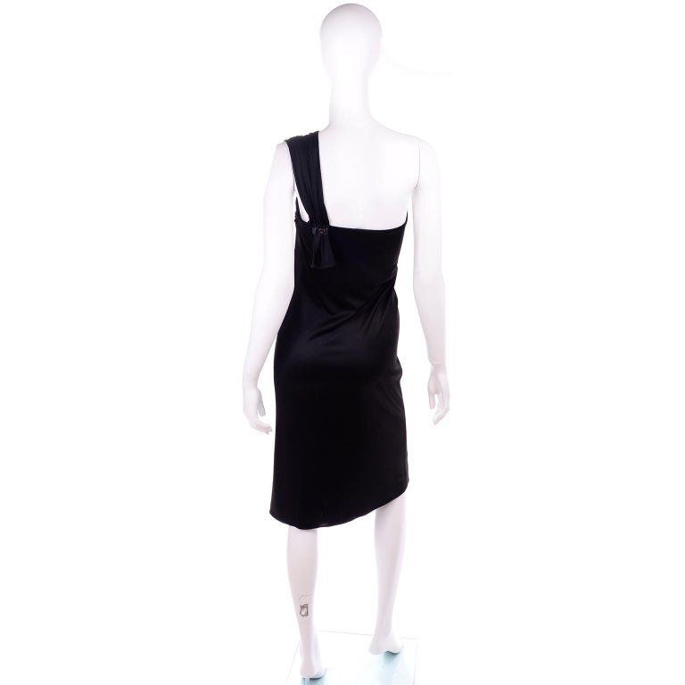 Women's Gianni Versace Couture 1998 Vintage Black One Shoulder Dress Medusa Buckle For Sale