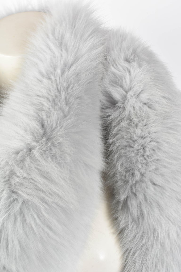FINAL SALE Gianni Versace Couture Grey Fox Fur Scarf, 94 inch / 240 cm long In Excellent Condition For Sale In Amsterdam, NL