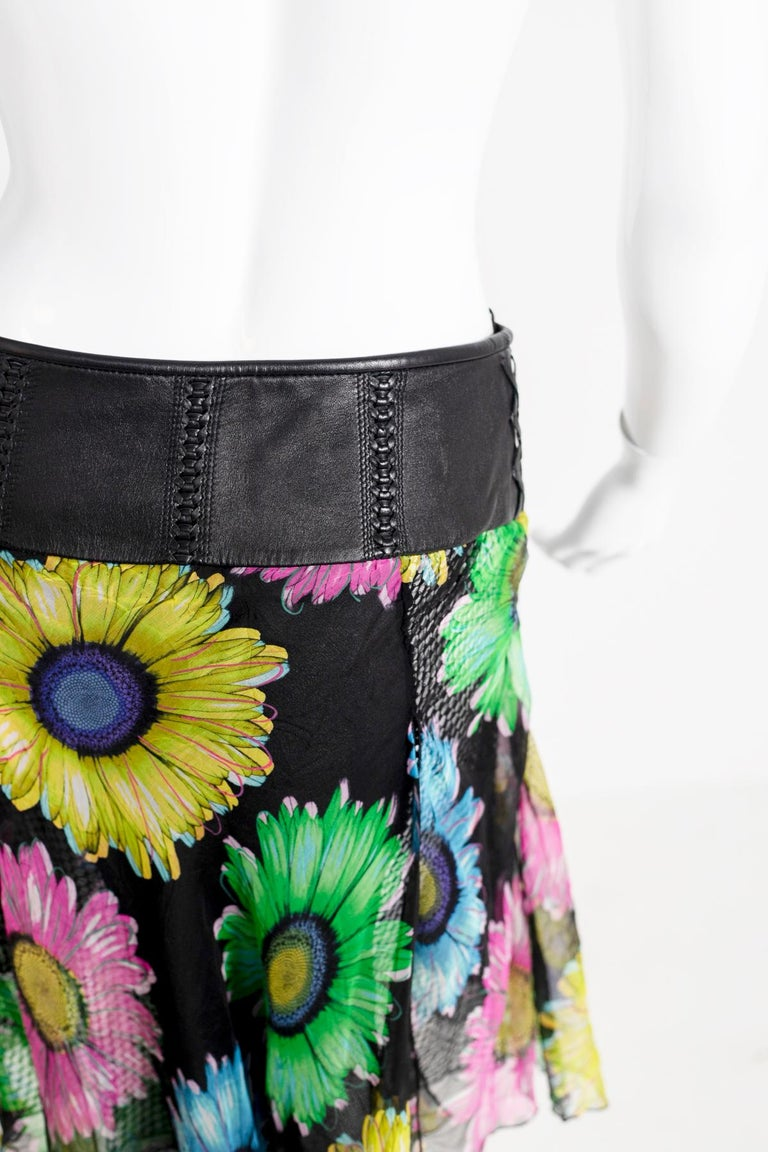 Gianni Versace Couture Leather and Silk Short Skirt 1990s In Excellent Condition For Sale In milano, IT