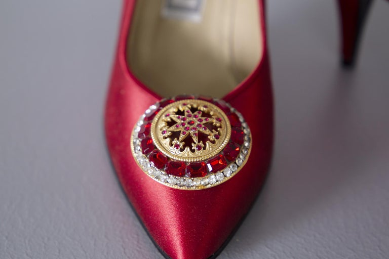 Gianni Versace couture Vintage red shoes with tiara, 1990s. For Sale 2